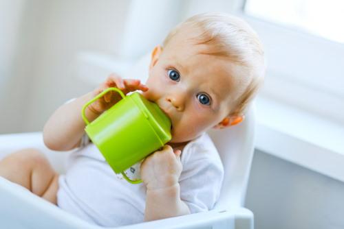 co do picia dla niemowlaka woda