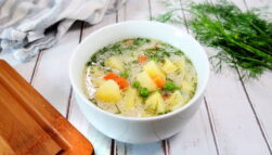Zupa koperkowa z zielonym groszkiem