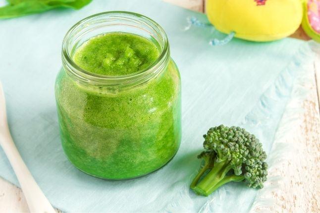 pierwszy posiłek dla niemowlaka przecier z brokuła